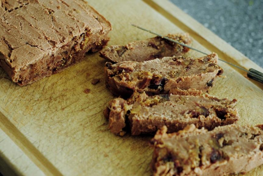Dadel en Vijgencake (vegan, glutenvrij, geraffineerde suikervrij en zondernoten)