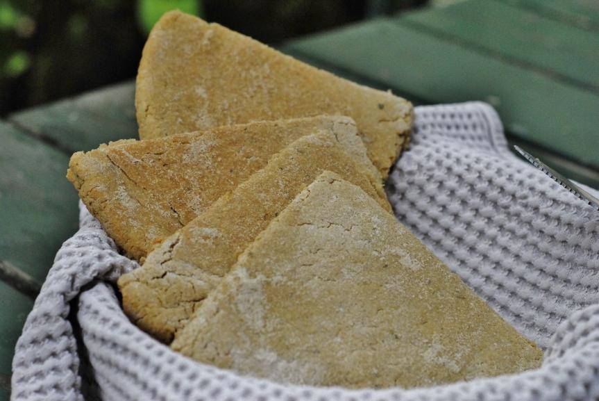 Makkelijke Quinoa Naan of Flatbread + Een Groene Lenteversie (Glutenvrij &Vegan)